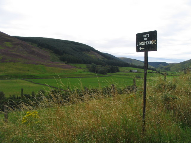 Signpost to Linkumdoddie